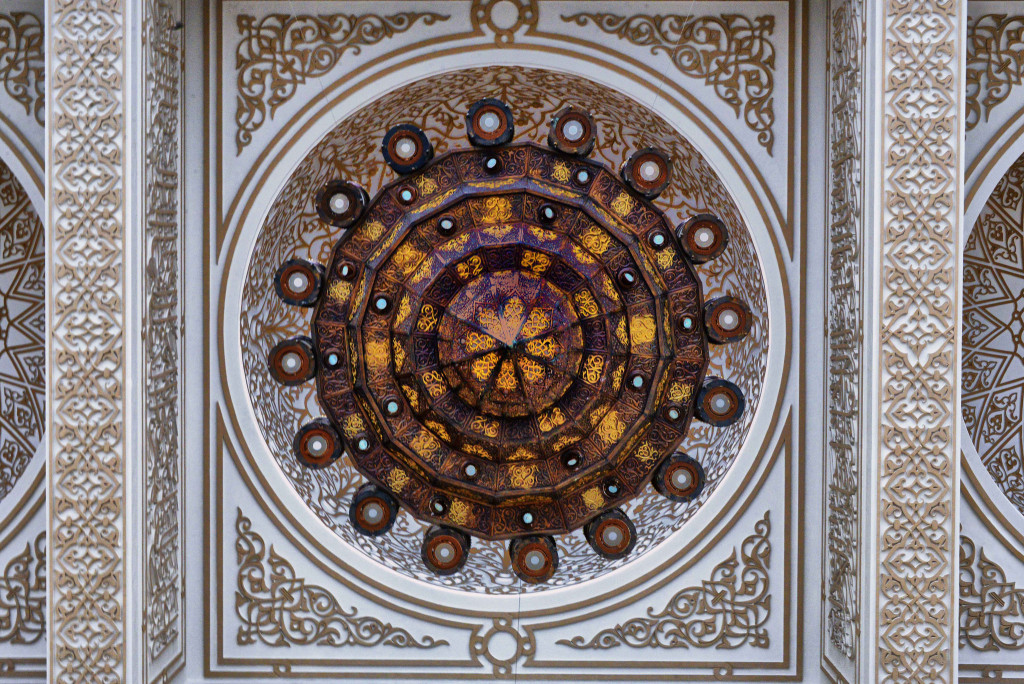 The ceiling of Al Saleh Mosque (Rod Waddington/flickr)