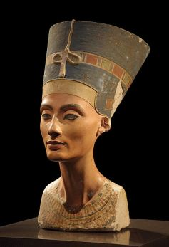 The bust of Nefertiti. Photo from Philip Pikart.