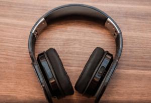 headphones-min