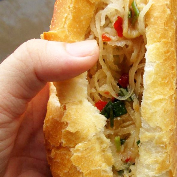 banh Mi With Pork Skin Strip