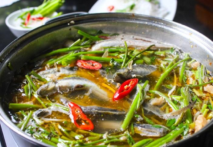 15. Hot pot with elongatus (Lẩu cá kèo)