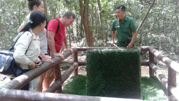 cu chi tunnels by motorbike seeing the trap