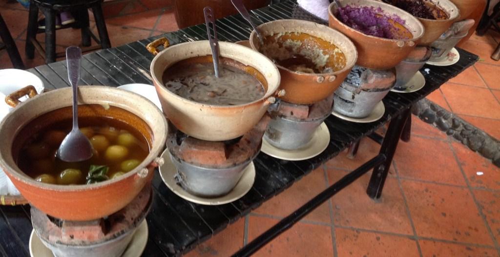 vietnamese-sweet-soup-at-bun-bo-ganh-restaurant