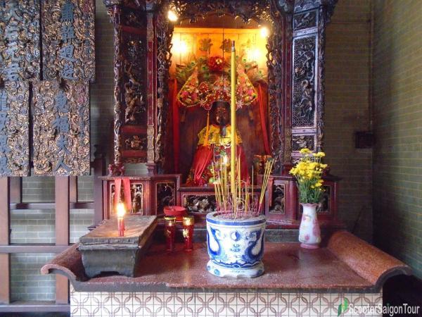 Phuc Duc Chanh Than at Thien Hau Temple Saigon tracy