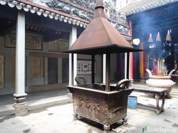 burner in Thien Hau Temple Saigon tracy
