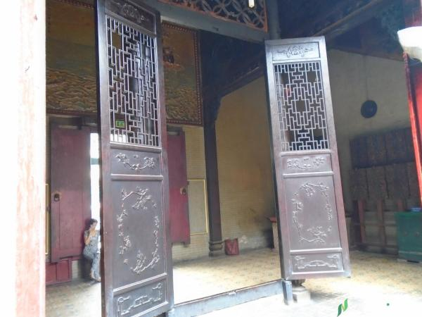 carved wooden door in the middle of Thien Hau Temple Saigon tracy