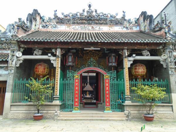 front side of Thien Hau Temple Saigon tracy