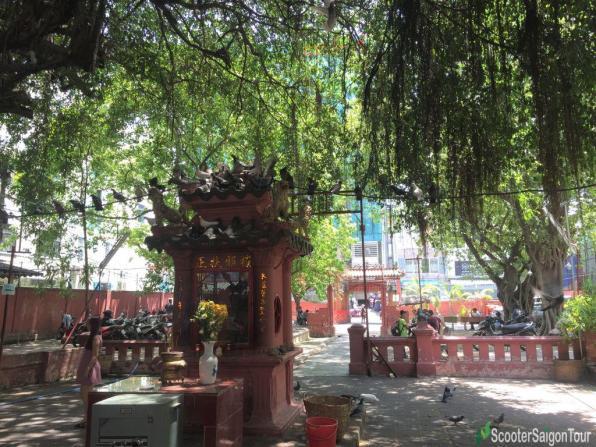 Jade Emperor Pagoda In Saigon 4
