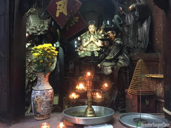 Inside Ngoc Hoang Pagoda Or Jade Emperor Pagoda (11)