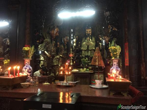 Inside Ngoc Hoang Pagoda Or Jade Emperor Pagoda (13)