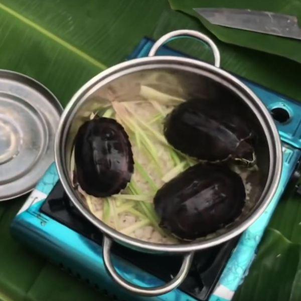 Roasted turtle with salt in Ca Mau