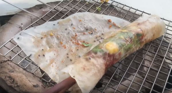 Grilled rice paper with fermented shrimp paste