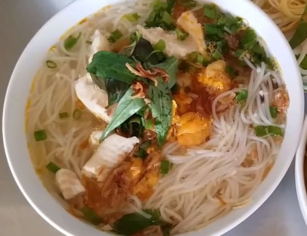Rach Gia rice noodle soup with fish