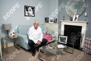 Mitch Winehouse at home -
