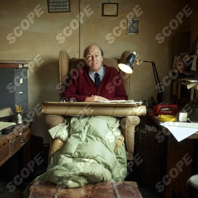 Welsh writer ROALD DAHL working in his shed at the bottom of his garden home in Buckinghamshire - 1983. REF NO : 15548BM MUST CREDIT : Brian Moody.scopefeatures.com - MINIMUM FEES APPLY