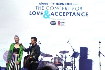 NASHVILLE, TN - JUNE 07: Shawna Thompson, Keifer Thompson of Thompson Square performs at the GLAAD + TY HERNDON's 2018 Concert for Love & Acceptance at Wildhorse Saloon on June 7, 2018 in Nashville, Tennessee. (Photo by Rick Diamond/Getty Images for The 2018 Concert for Love & Acceptance)
