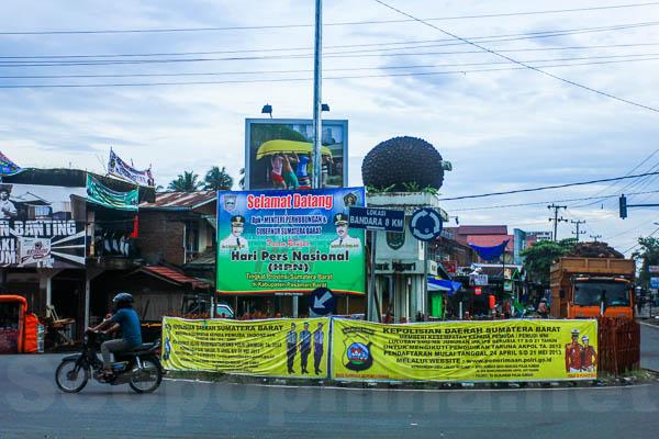 tugu landmark simpang Ampek