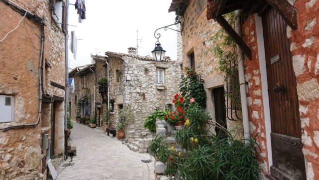 Tourrettes-sur-Loup : le vie del borgo