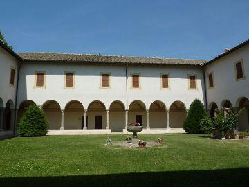 Chiostro badia S. Maria della Neve Torrechiara