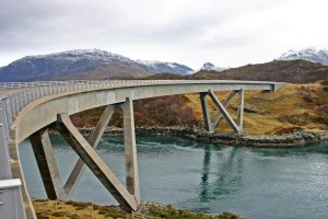 Photo of Kylesku Bridge (Drochaid a' Chaolais Chumhaing) above the waters of An Caolas Cumhang