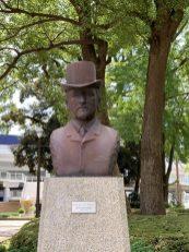 横浜公園内に設置されたチャールズ・ブラントン像