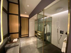 Hyatt Alila Bangasar bathroom suite