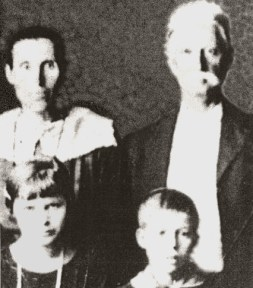 julie-2nd-wife-of-wyatt-and-her-children.JPG
