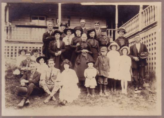 WOLFE Family Gathering, 1915