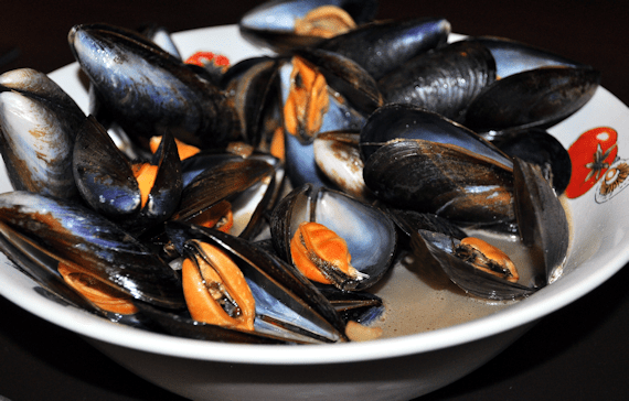 Mussels in Sherry & Shallot Broth
