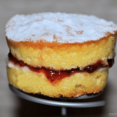 Mini Victoria Sponge Cakes with Buttercream & Jam