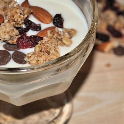 How to make yoghurt at home with a yoghurt maker. Natural Yoghurt with Granola