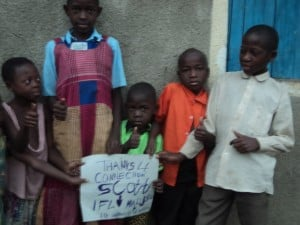 """Uganda children with type 1 diabetes holding up a sign """"thanks for the connection, Scott"""""""