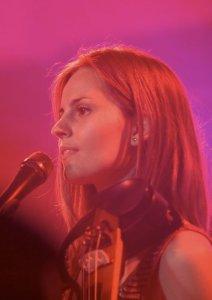 Anna singing