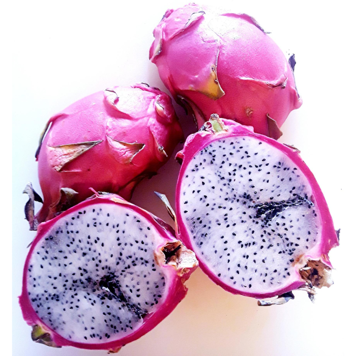 2 dragon fruits sliced in half