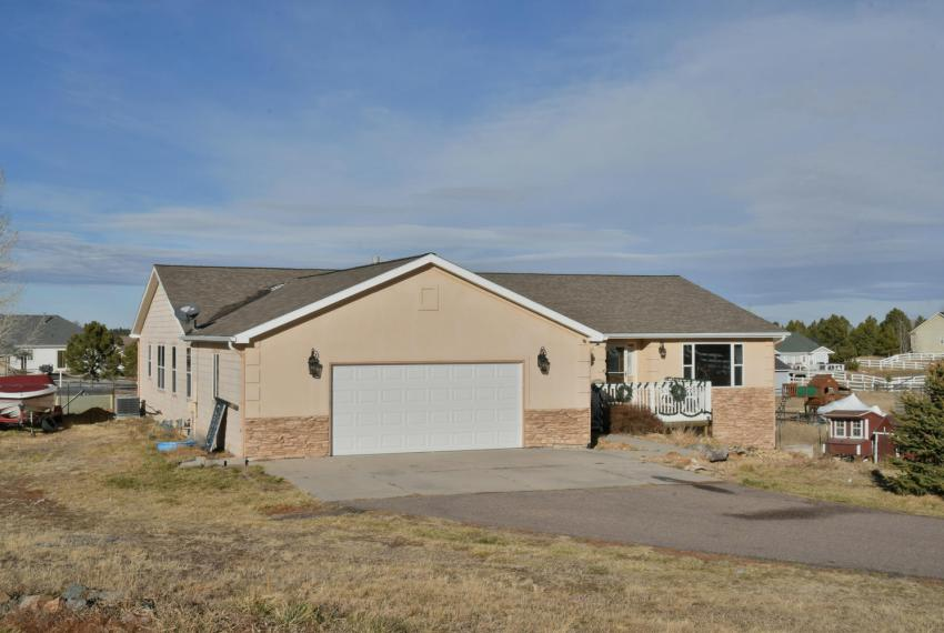 Gorgeous Walkout Ranch Home in-large-003-38-Front-1500x1000-72dpi