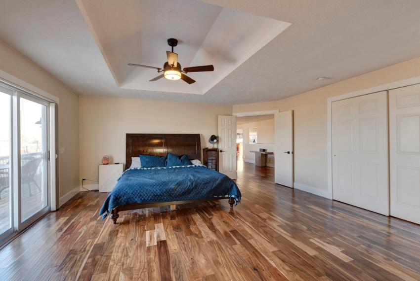 Gorgeous Walkout Ranch Home in-large-023-6-Master Bedroom-1500x1000-72dpi