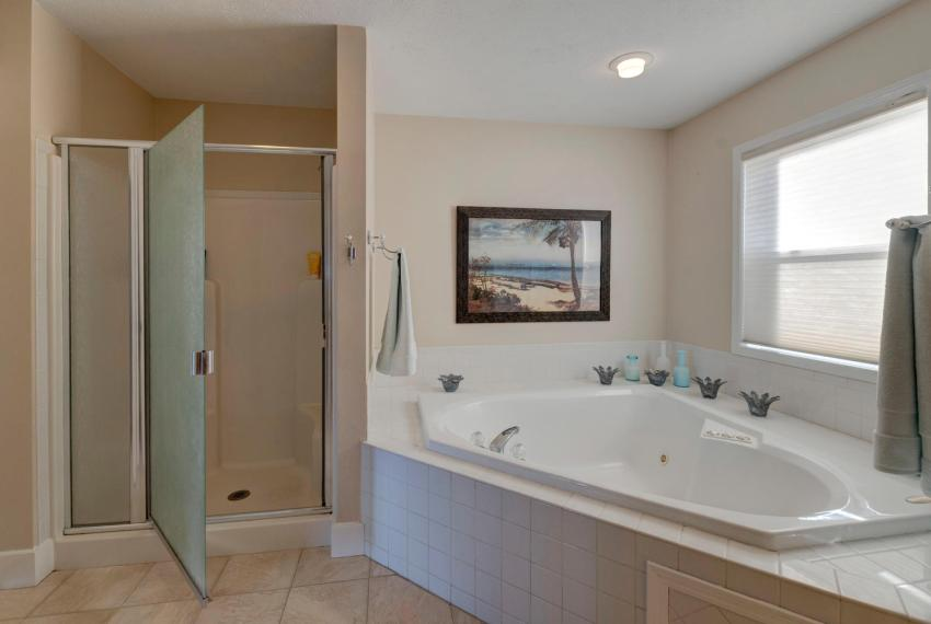 Gorgeous Walkout Ranch Home in-large-028-31-Master Bathtub-1500x1000-72dpi