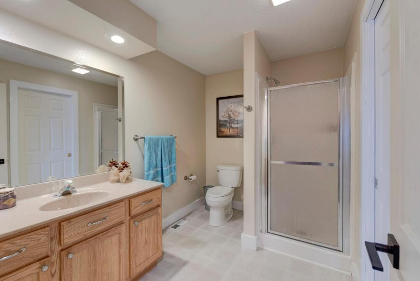 Gorgeous Walkout Ranch Home in-large-033-22-Bathroom-1500x1000-72dpi