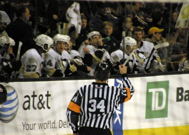 Tonight's NHL Officials – 10/27/14