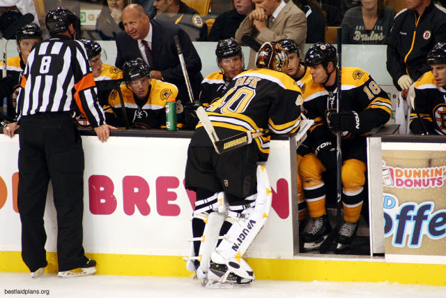 Tonight's NHL Referees & Linesmen – 11/18/15
