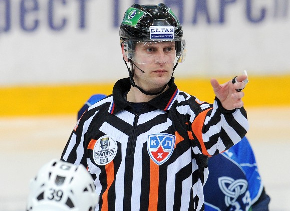 "KHL Awards ""Golden Whistle"", Names Top Officials for 2015-16"