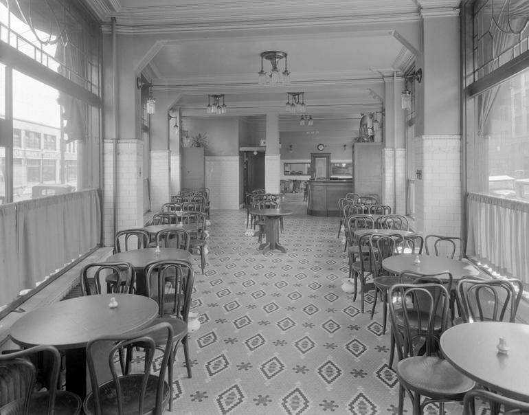 Interior-of-the-Hotel-Europe-Beer-Parlour,-1931-(CVA-99-3894)