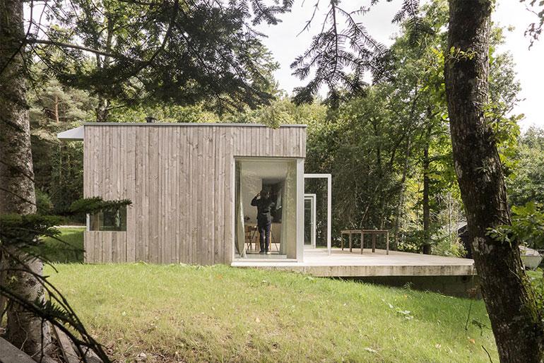 atelier-mima-maison-JJS.M-timber-house-nivillac-france-designboom-03