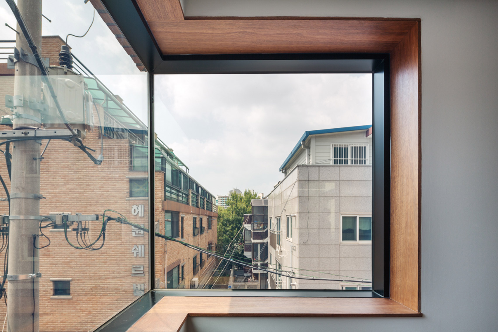 grown-house-fhhh-friends-architecture-residential-seoul-south-korea_dezeen_1704_col_1