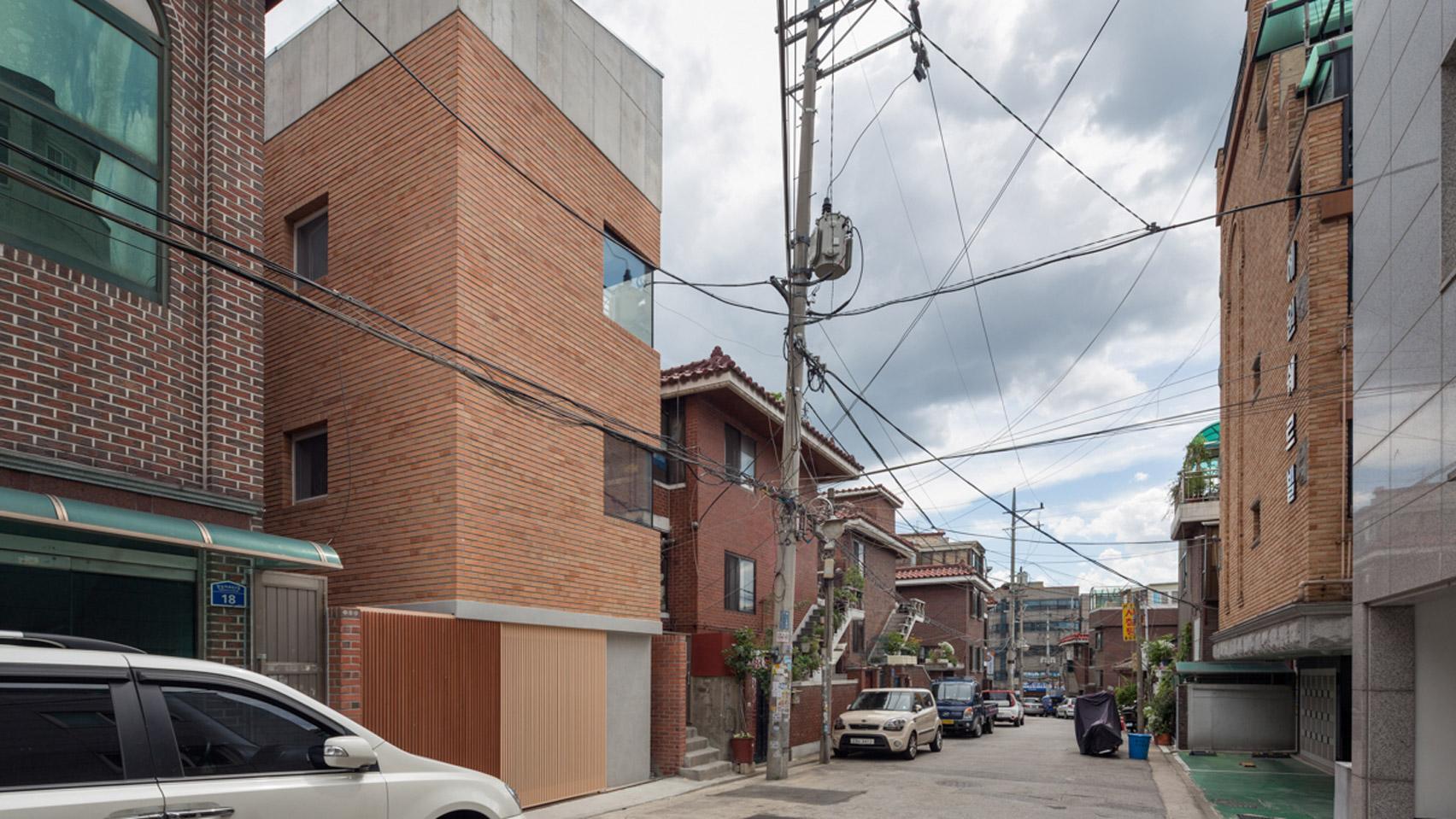 grown-house-fhhh-friends-architecture-residential-seoul-south-korea_dezeen_hero