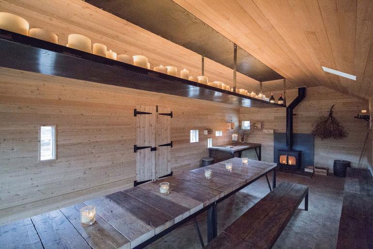 modernist-highland-hut-moxon-architecture-residential_dezeen_2364_col_1