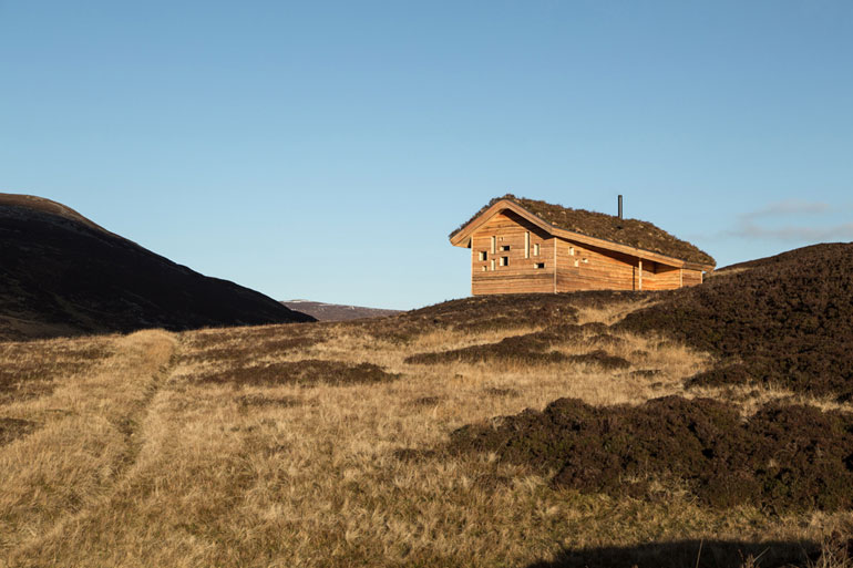 modernist-highland-hut-moxon-architecture-residential_dezeen_2364_col_7