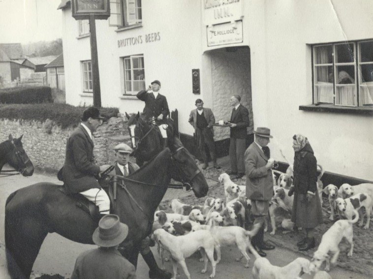 Hunt meet outside the Kings Arms