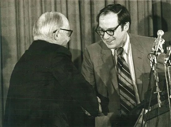 Kent Krell accepting an award at the 1971 Byliner Dinner.