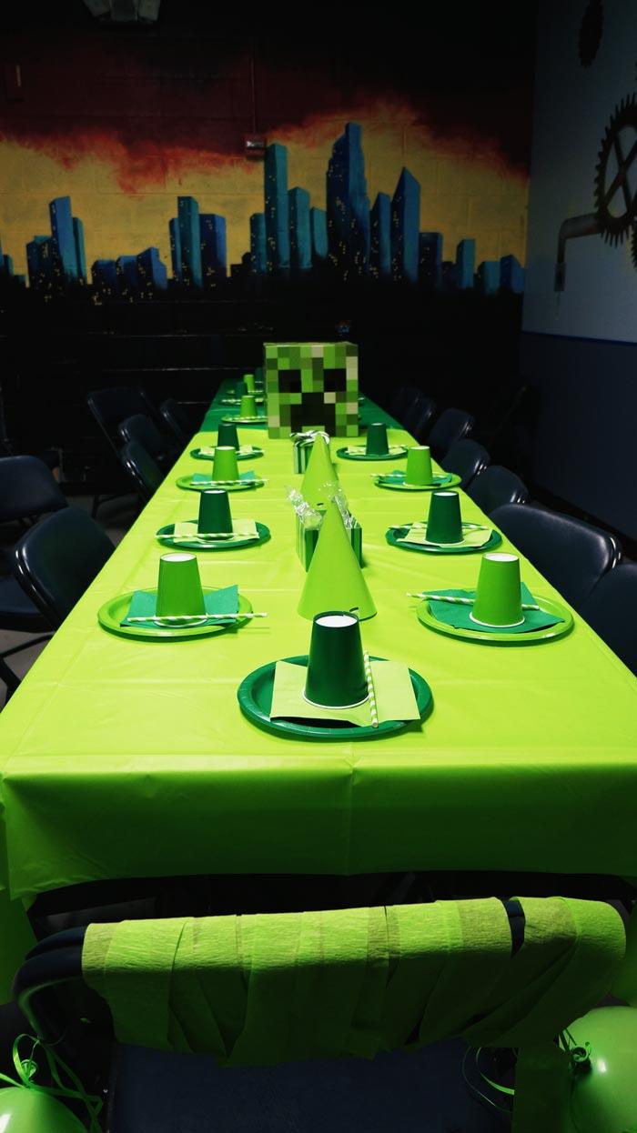 minecraft birthday party table